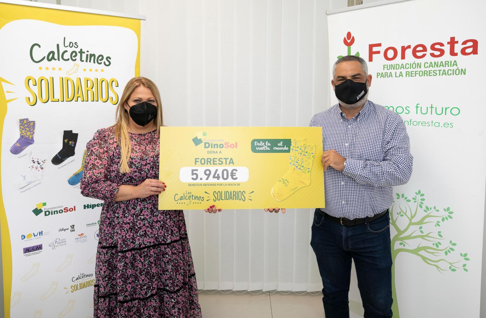 'Calcetines Solidarios' que ayudan a reforestar las islas